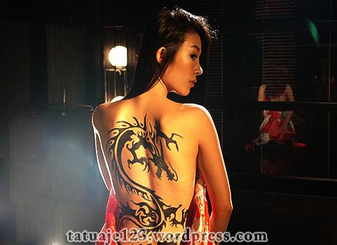 Tatuaj oriental cu dragon